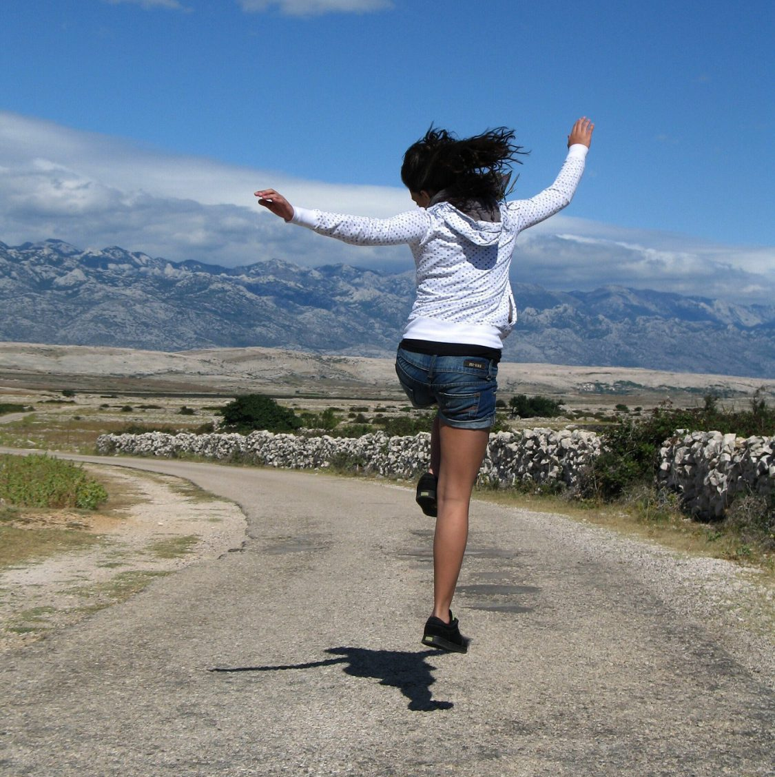 Zatańczyć siebie, czyli o terapii poprzez taniec i ruch – artykuł Małgorzaty Tryburskiej